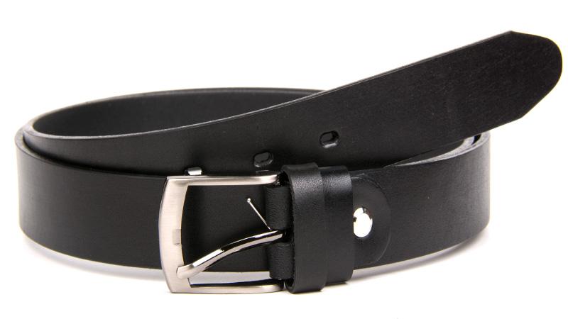 Čierny kožený džínsový opasok.